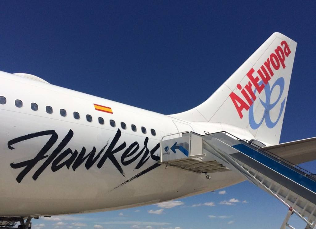 "Hawkers sorprende. ""Estrena gafas"" a bordo de un Air Europa"