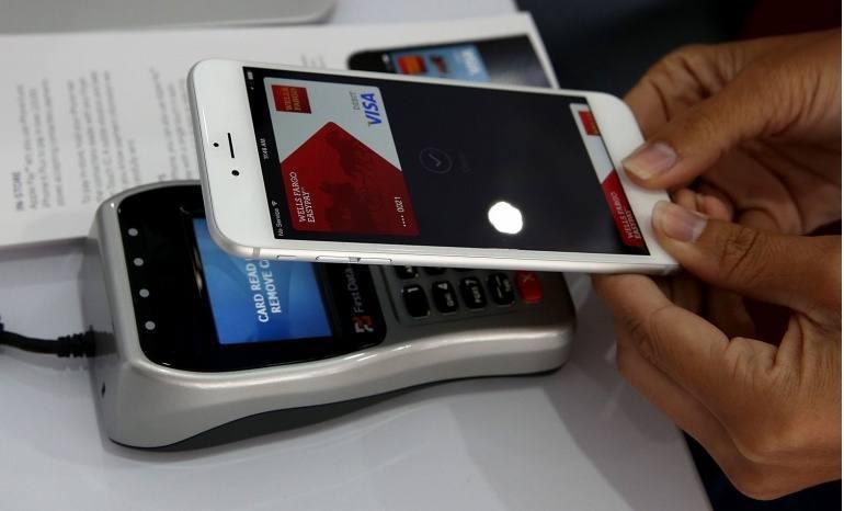Pago móvil en Carrefour y Auchan, dos sistemas y un mismo objetivo