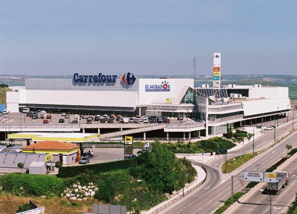 Carmila compra a hispania retail properties tres centros for Centro comercial aki piscinas precio