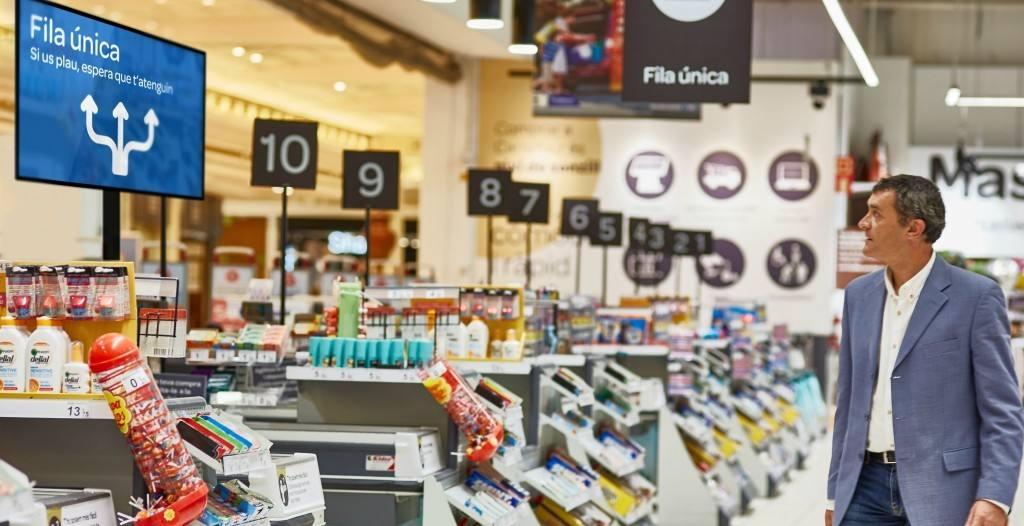 Fila única, solución en Carrefour para optimizar las colas en caja