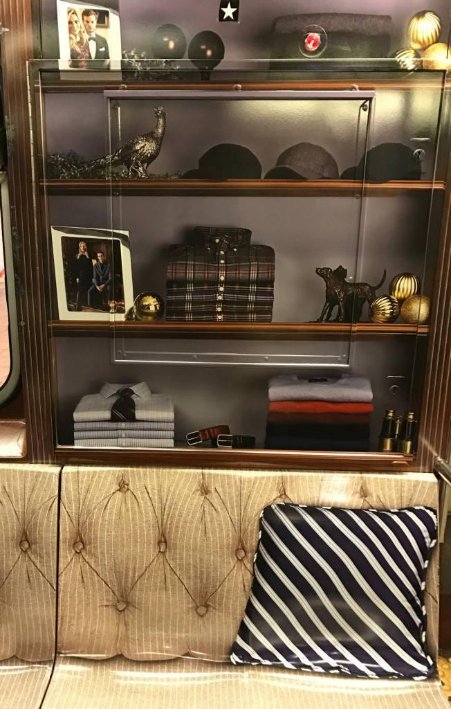 76aef301 Fundada en 1818, Brooks Brothers, fundada en 1818 en Nueva York, cuenta con  más de 300 tiendas en todo el mundo.