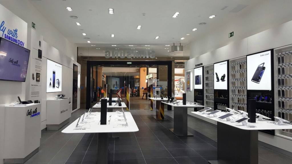 Samsung experience store connected en la maquinista - Centro comercial maquinista barcelona ...