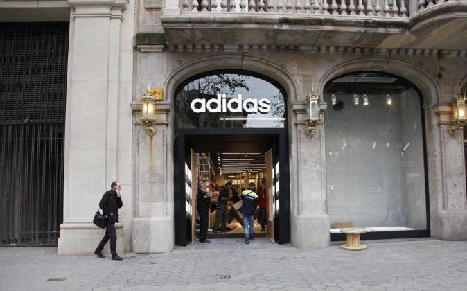 Adidas acelera en España, con nueva tienda en Maremagnum
