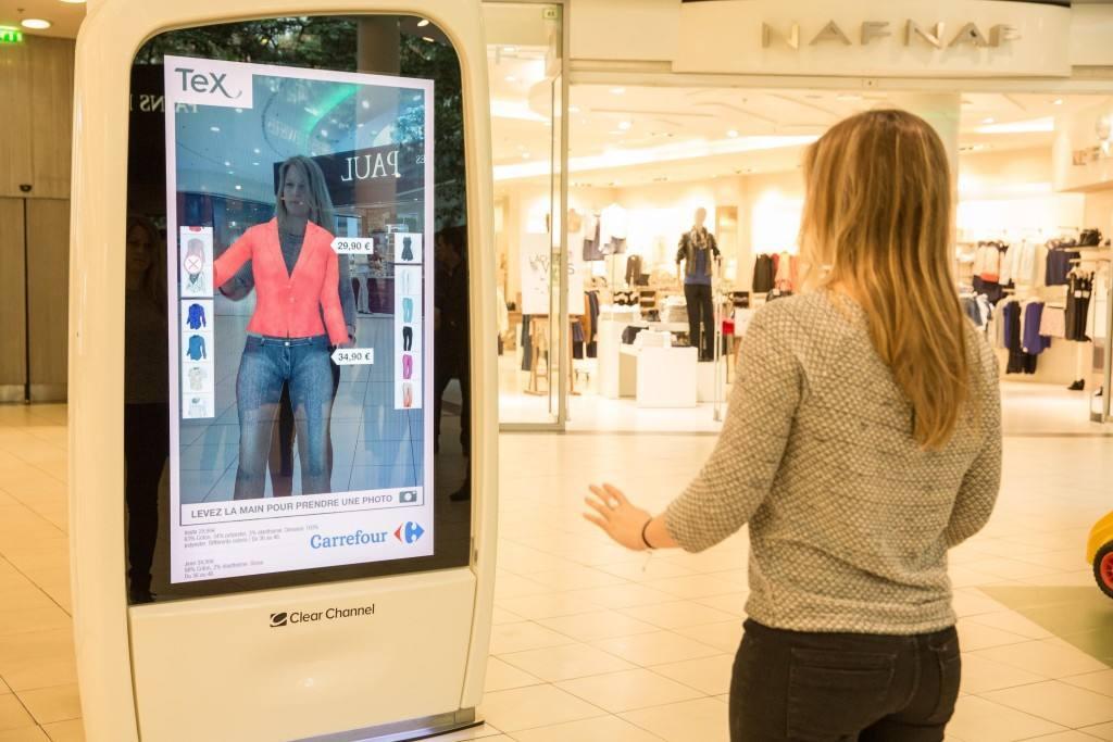 Carrefour digitalizará su comunicación exterior con soportes inteligentes
