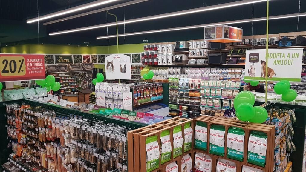 Tiendanimal sigue su expansión, abre su primera tienda en Granada