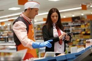 Consum, sube el salario un 1,5 % a toda su plantilla