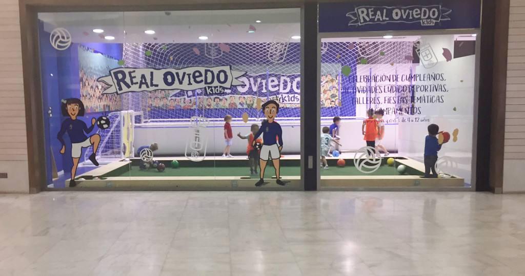 El centro comercial Modoo, abre un espacio infantil del Real Oviedo