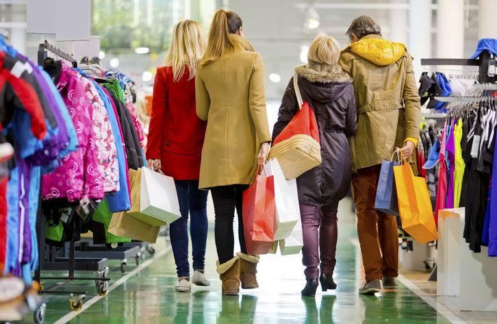 Siete de cada diez españoles comprarán su ropa de otoño en tiendas físicas