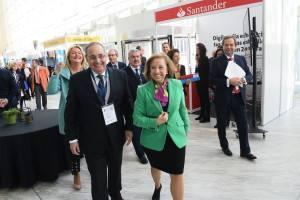 La Secretaria de Estado de Comercio en su recorrido por los stands