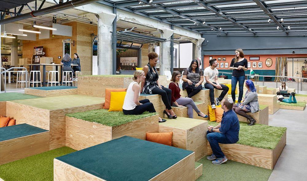 open-space-to-collaborate-at-the-office