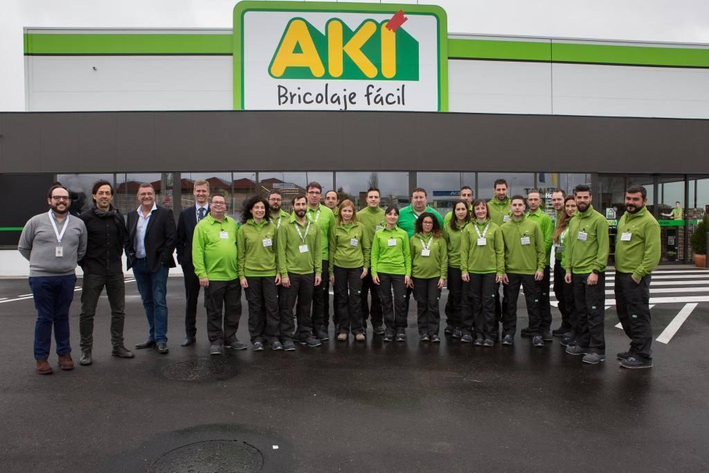 Foto 2 - Equipo AKI Bricolaje exterior tienda