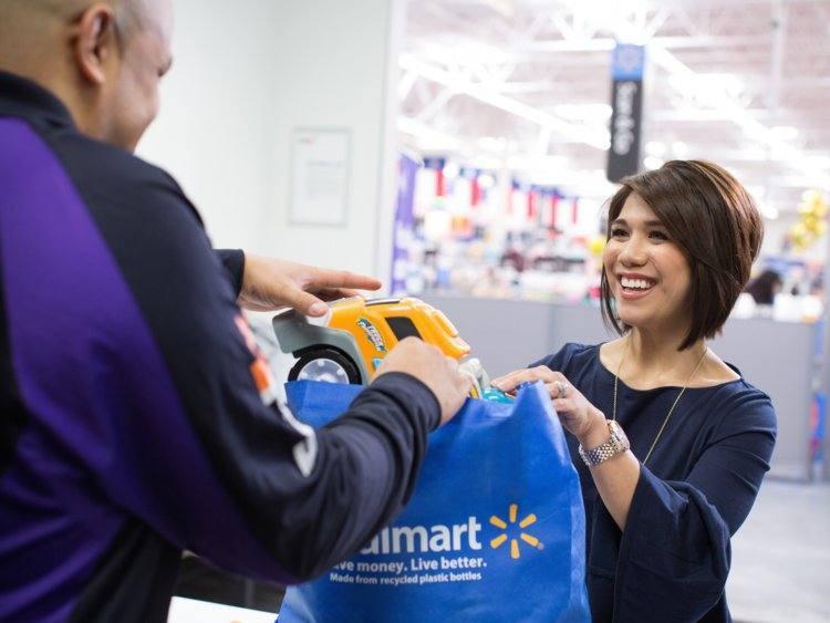 Walmart instala espacios FedEx Office en 500  tiendas