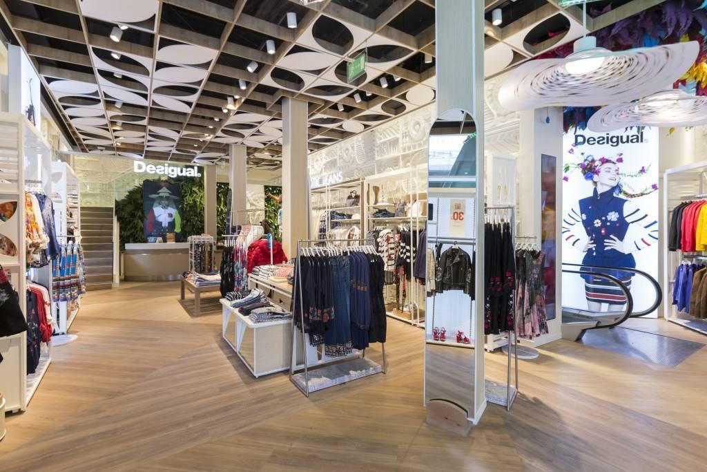 Así es la tienda #aNewDesigual,  en Paseo de Gracia de Barcelona