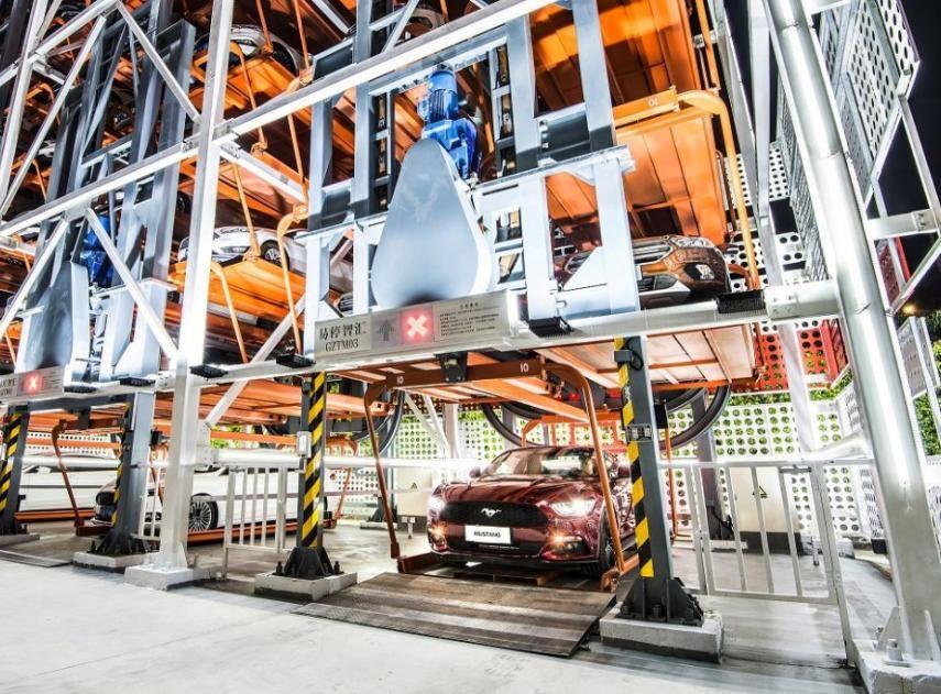 La máquina de vending de coches de Alibaba con Ford en China