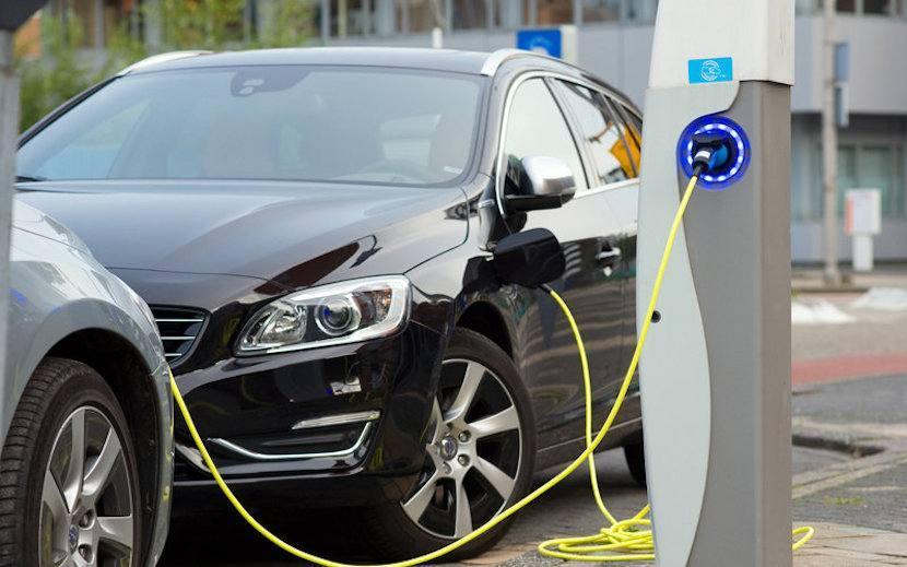 Los coches híbridos y eléctricos, ganan adeptos entre los consumidores