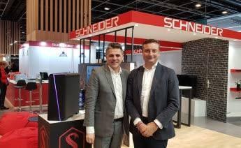 Schneider llega a España,  en alianza con el grupo PITMA