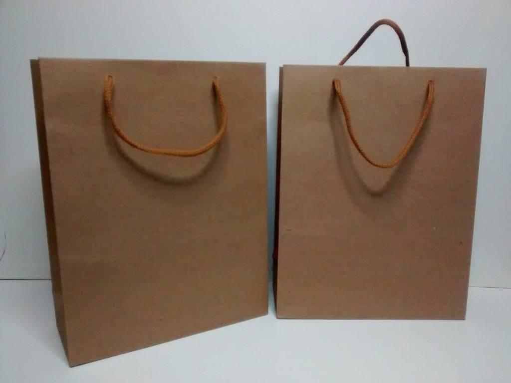 Bolsas de papel. Avance rápido en tiendas de moda, más tímido en supermercados