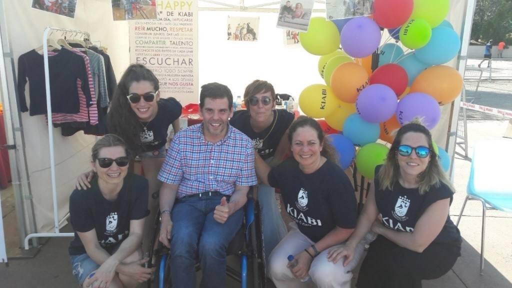 """Los """"llaveros solidarios"""" de Kiabi, consiguen 8.000 euros para personas con parálisis cerebral"""