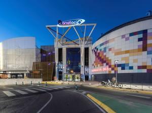 AEW,  renueva la oferta del centro comercial Planetaocio