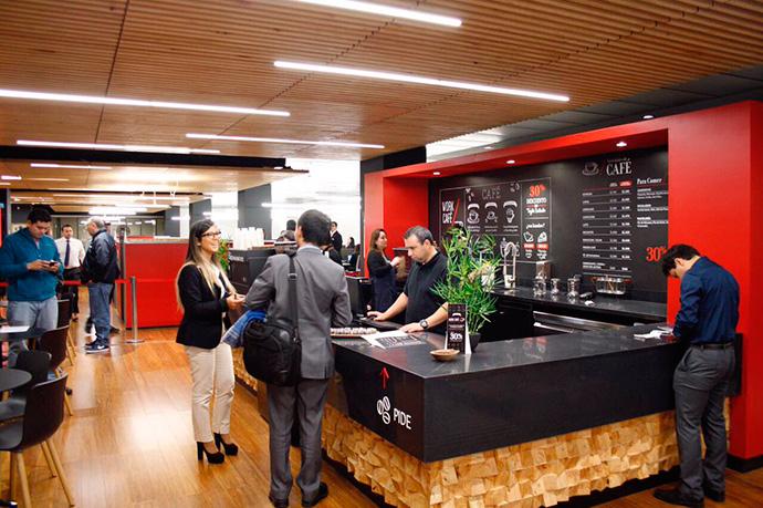 experiencia-de-cliente-en-tienda-fisica-work-cafe-santander