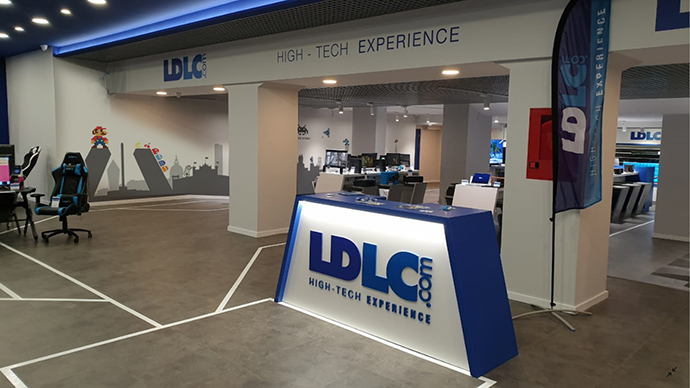 La nueva tienda, que tiene una superficie de 1.200 metros cuadrados, ofrece al visitante más de 1.000 referencias.