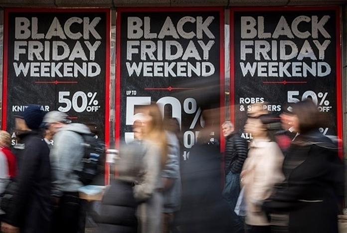 Afluencia a centros comerciales. Baja en Black Friday,  sube en Black Sunday