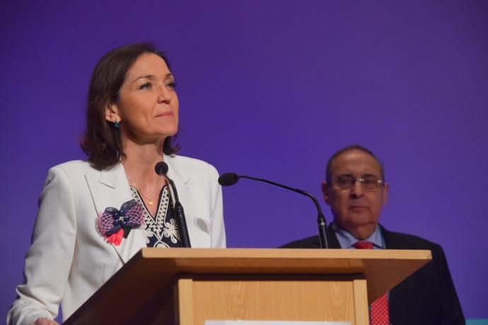 La ministra Reyes Maroto, muestra su apoyo al comercio en Madrid Retail Congress
