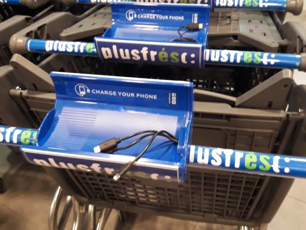 Cargar el móvil en los carros de compra de Plusfresc