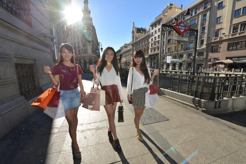 Los turistas chinos en Europa, gastan tres veces más que los clientes internos