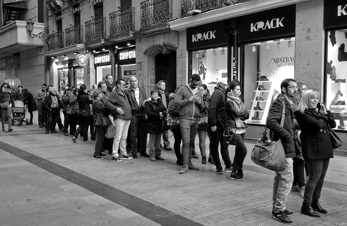 Los españoles buscan alternativas en otras tiendas o bien realizan la compra en comercios electrónicos (40%, ambos casos), según Tiendeo.com.
