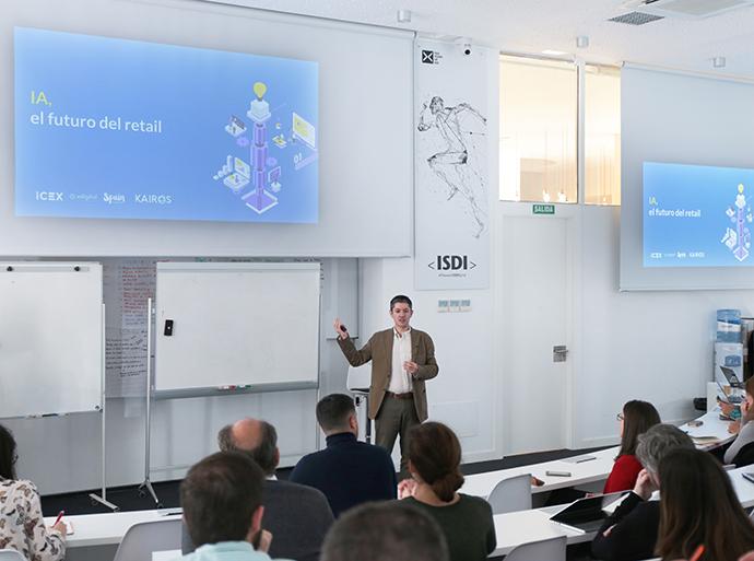 Carlos Moure, fundador y CEO de Kairos DS, durante la presentación del informe 'IA, el futuro del retail. Guía para entender cómo la Inteligencia Artificial revolucionará el sector'.