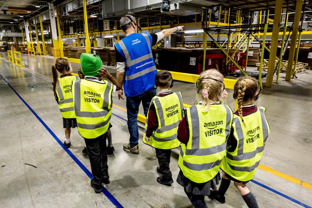 Amazon extiende los tours en sus centros logísticos