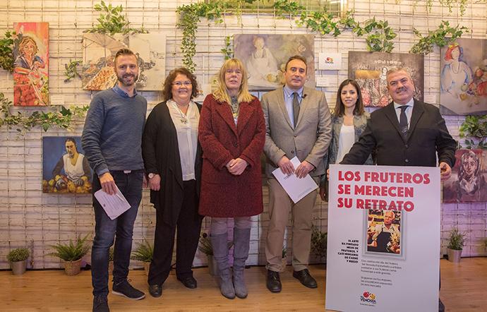 (De dcha. a izd.) Luiz Pacheco (CEC), Belén Mesa (Ministerio de Agricultura), Santiago Blázquez (Asomafrut) y Olga Ruiz Castillo (Ayuntamiento de Madrid), junto a otros colaboradores.