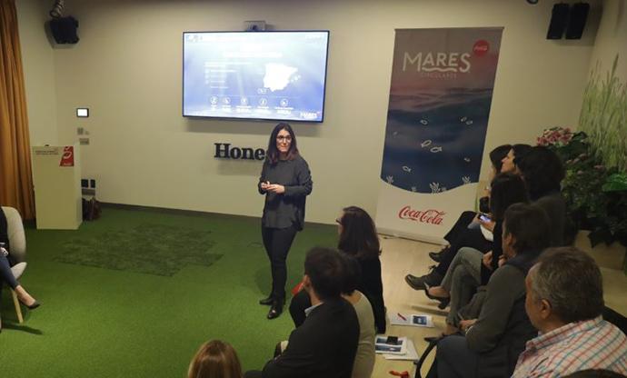 Carmen Gómez-Acebo, directora de responsabilidad corporativa de Coca Cola European Partners Iberia, en la presentación de los resultados de Mares Circulares 2018.