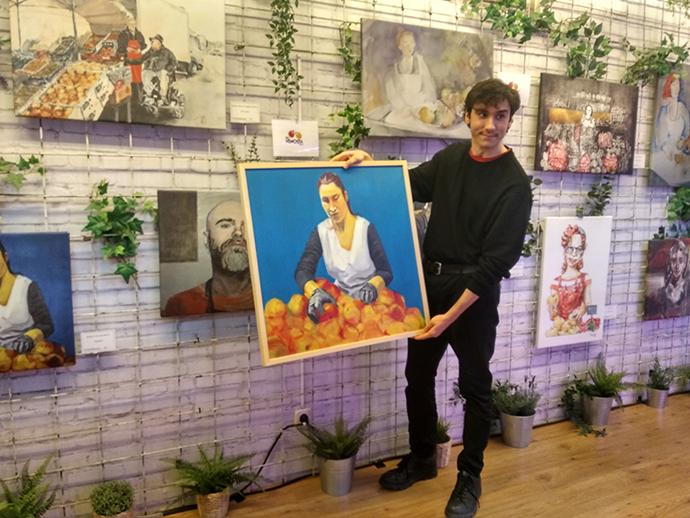 Sergio Vallés, ganador del concurso de artes plásticas, con motivo del Día del Frutero (6 de febrero).