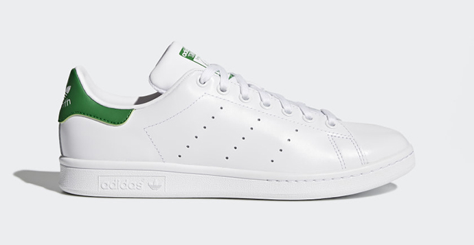 Las zapatillas blancas Stan Smith de Adidas.