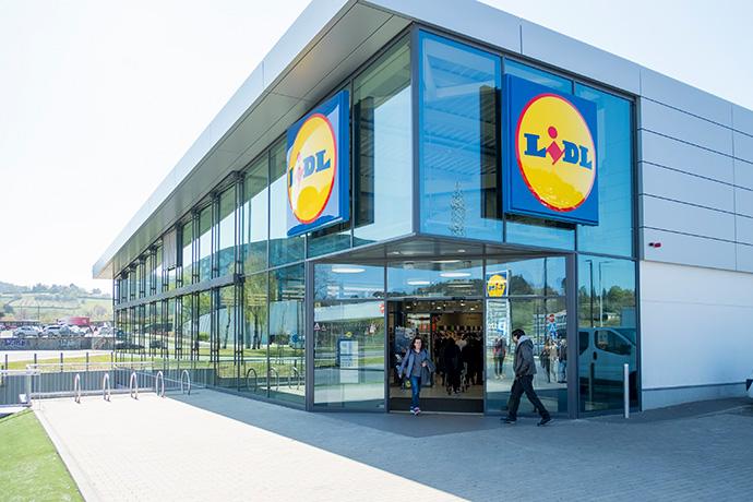 Lidl suma 125 empleos en cinco nuevos supermercados