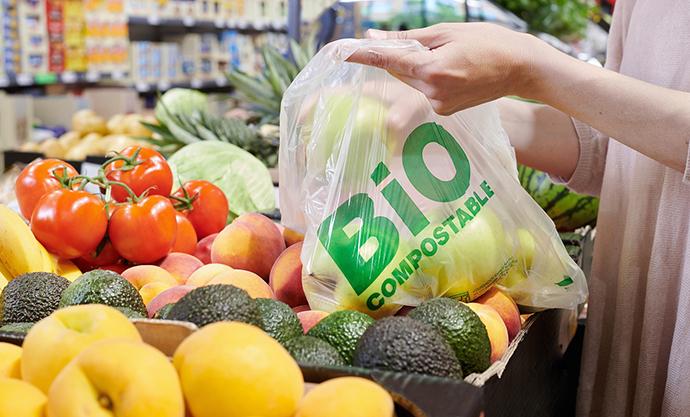 El proceso de retirada ha comenzado en los 23 establecimientos de la enseña en las Islas Baleares, que se completará en las 580 tiendas españolas a lo largo del presente año