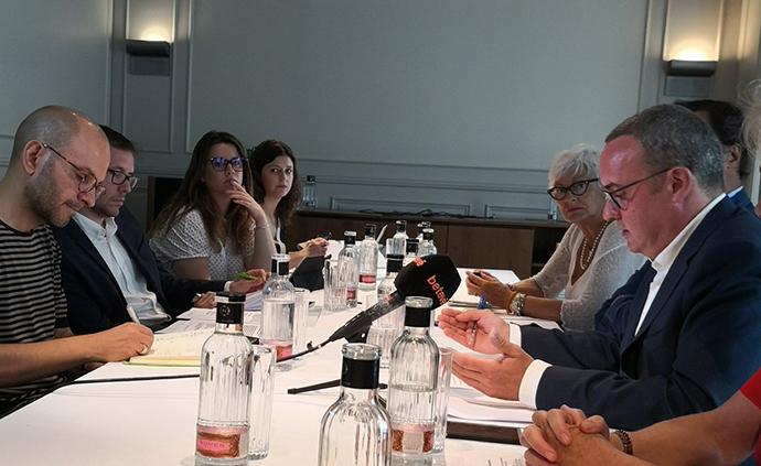 Barcelona Oberta pide ampliar el horario comercial