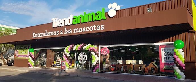 la empresa especializada en productos para mascotas suma ya 54 tiendas, afianzando su plan de expansión.