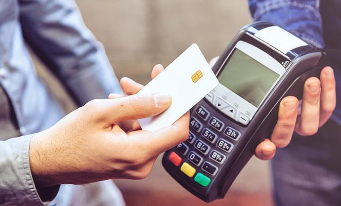 Desde 2014 se ha realizado un 56% más de operaciones con tarjeta de crédito o débito