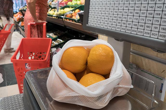Eroski. Bolsas de malla reutilizables para acabar con el plástico en frutería