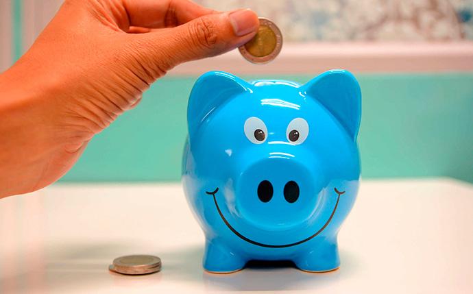 Menor intención de compra, mayor ahorro de los españoles en agosto