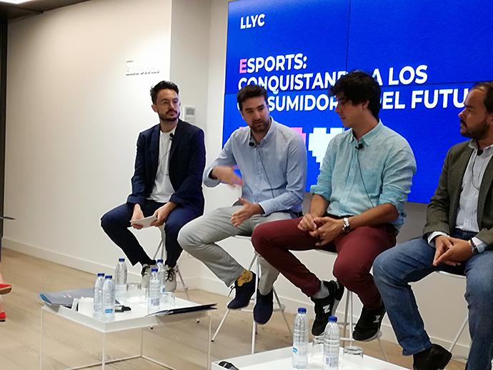 En el centro, Alejandro Sanchís, experto digital de eSports de Mahou-San Miguel