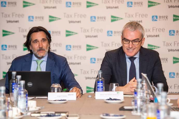 Jorge Esteban, Country Manager de Planet para España y Javier Fernández Andrino, Director de Márketing Internacional de El Corte Inglés