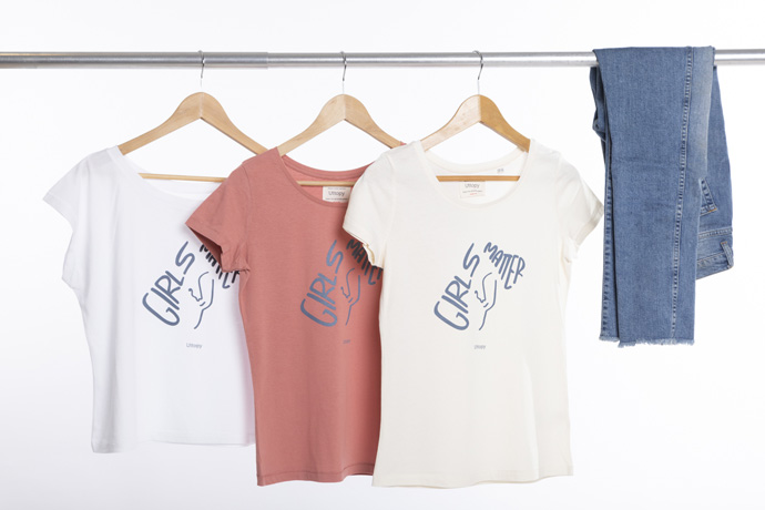 Por el Día de la Niña, se impulsa la colección de camisetas solidarias 'Girls Matter' de Uttopy en colaboración con la entidad social Plan International