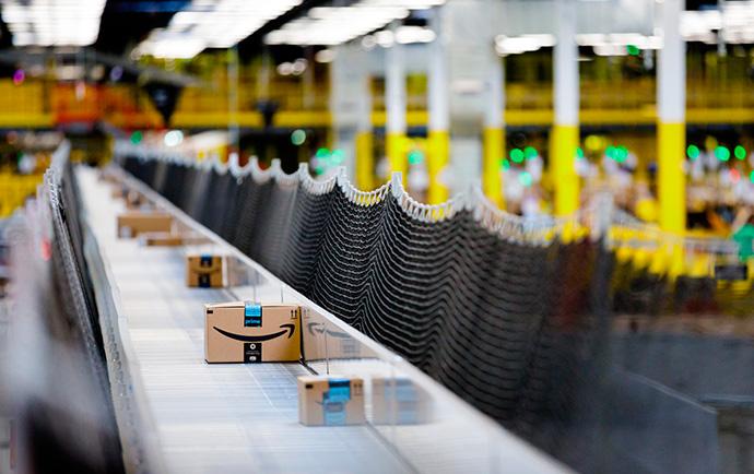 Amazon, de propietario a arrendatario. Vende su centro logístico de El Prat