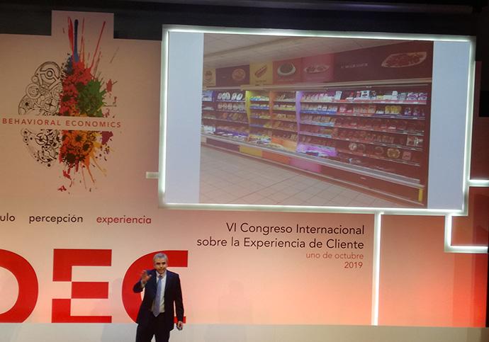 Francisco Casassa, director de shopper marketing de Campofrío, durante su intervención en el VI Congreso Internacional de Experiencia de Cliente (DEC)