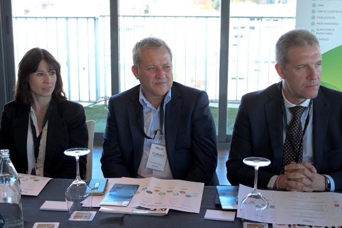 De derecha a izquierda: Verónica López director de ecommerce&digital de Totto, óscar Morales sistemas digitales-big data retail de Orange y Luis Reche director de operaciones de Dunkin