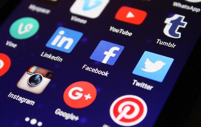 El 36% de usuarios señala a las redes sociales responsables de su compra online